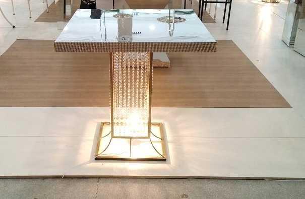 Mesa Espelhada 80x80x80cm com base de ferro com cristais iluminada , mesa para bolo mesa para festas cerimonia,